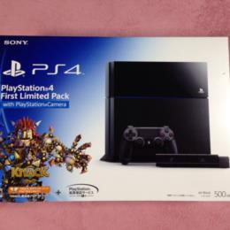 PlayStation 4 First Limited Pack with PlayStation Camera (Japan) by SONY