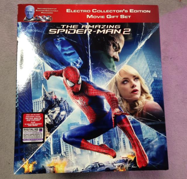 THE AMAZING SPIDER-MAN 2 ELECTRO COLLECTOR'S EDITION MOVIE GIFT SET (US)