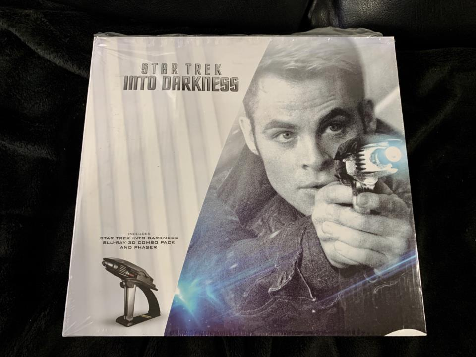 STAR TREK: INTO DARKNESS LIMITED EDITION GIFT SET (US)