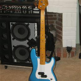 Short Scale P-Bass in Lake Placid blue