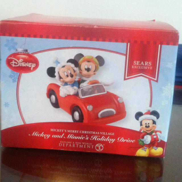 Mickey And Minnie's Holiday Drive