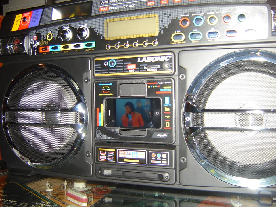 Lasonic i931x a new boombox with a retro look you use your i phone to play - Ghetto blaster lasonic i931 ...